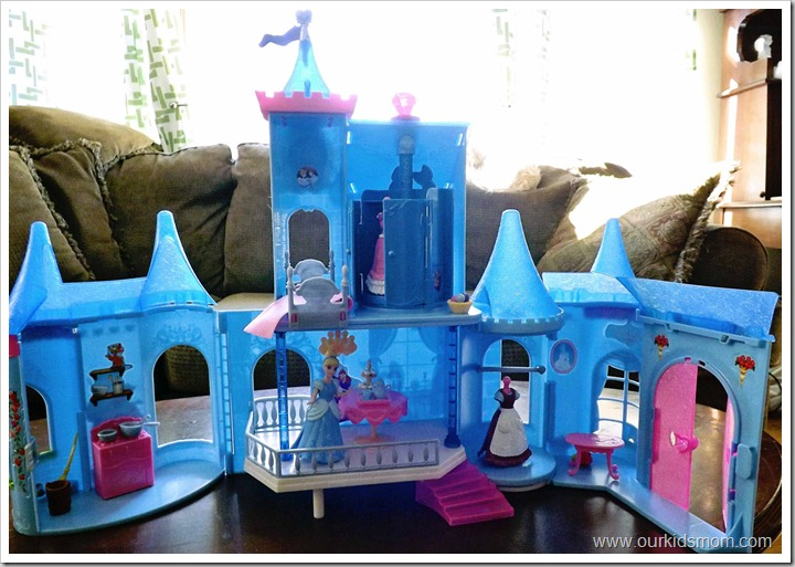 Cinderella castle, doll and polly pockets 005