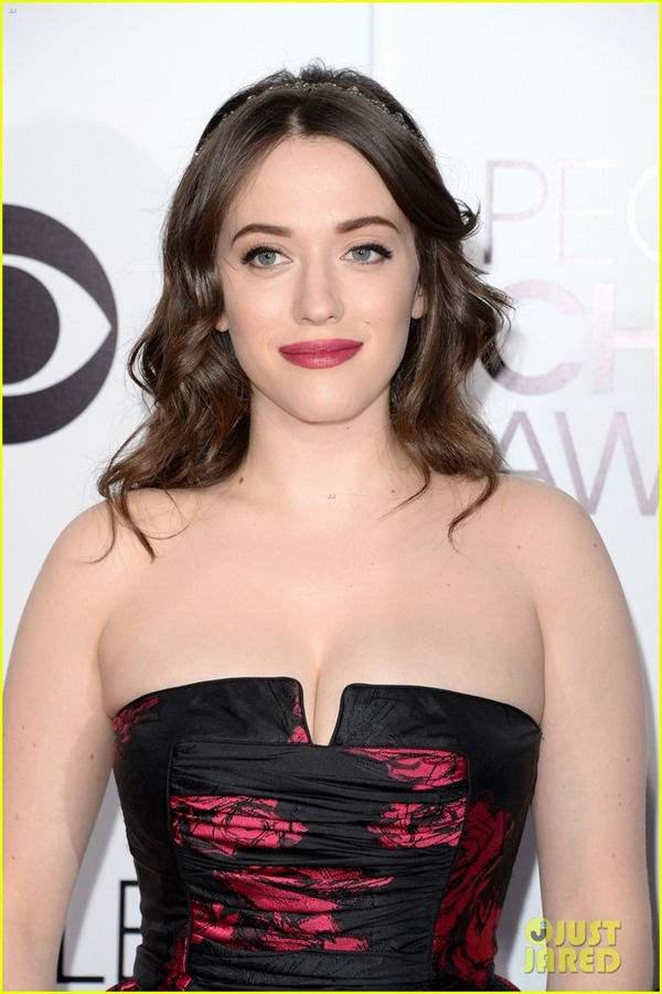 kat-dennings-beth-behrs-peoples-choice-awards-2014-red-carpet-02