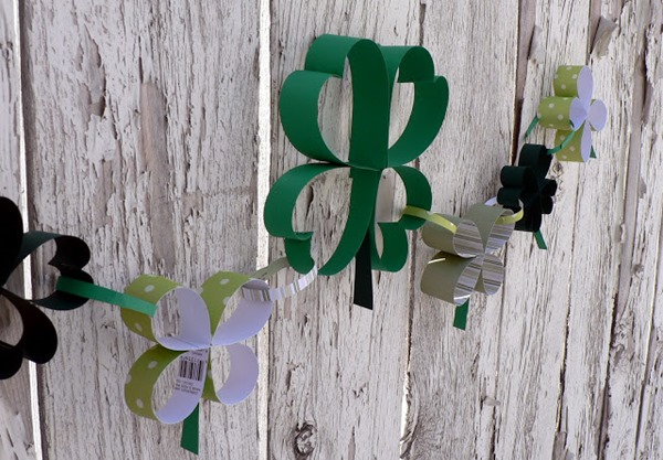 make paper shamrock chain