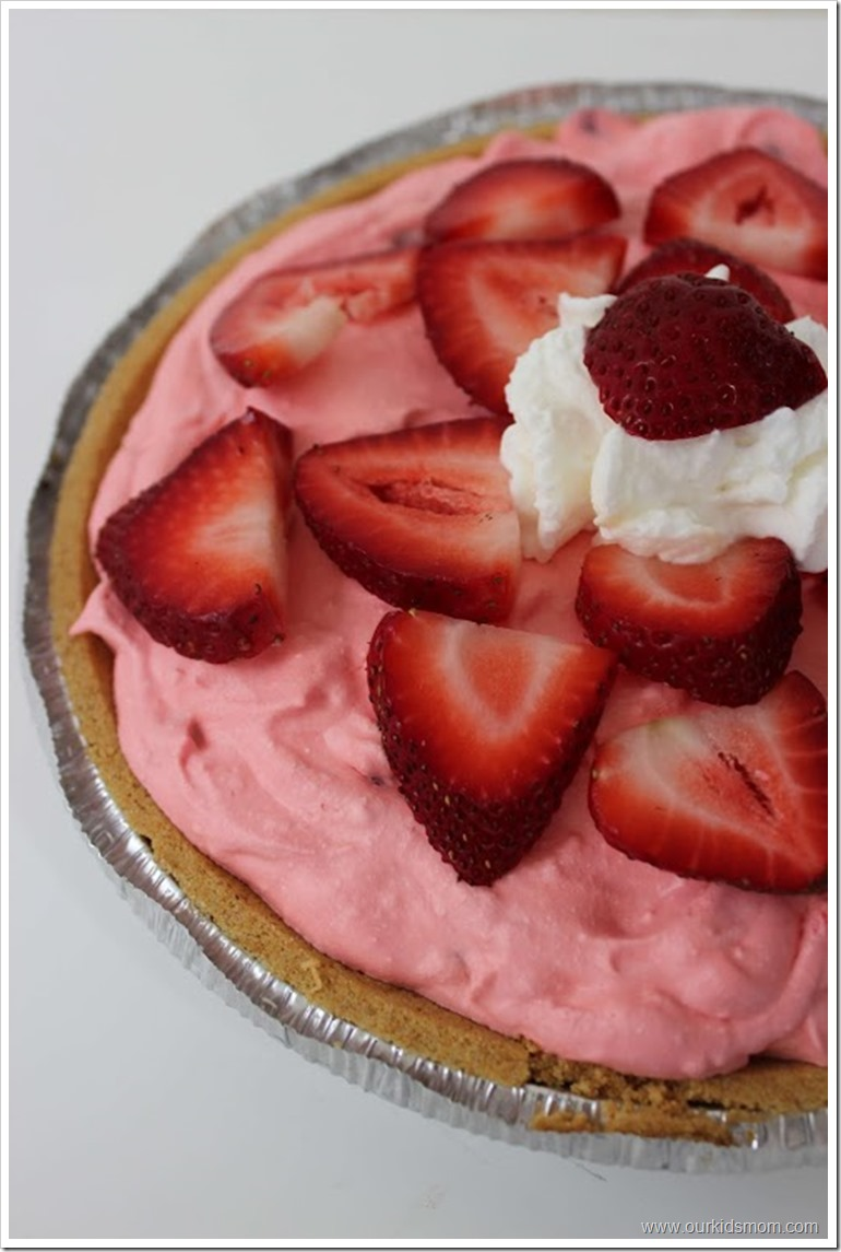 Easy Strawberry Mousse Pie