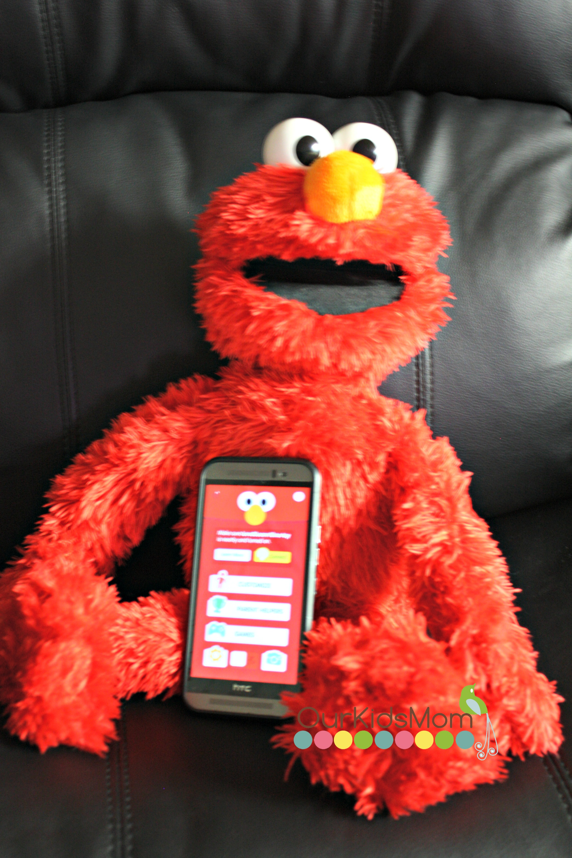 Elmo with the App