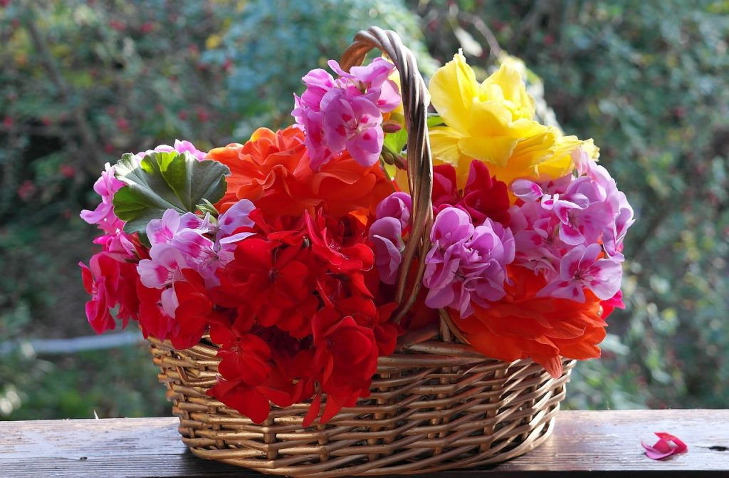 balcony flower baskets DIY Flower Baskets OurKidsMom